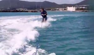 KAZU玩水上滑板