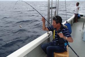 沖縄の沖釣りと磯釣りの違い