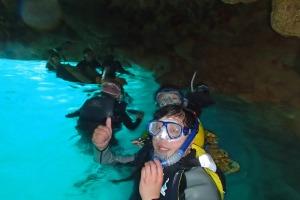 青の洞窟でシュノーケルをしませんか^^?