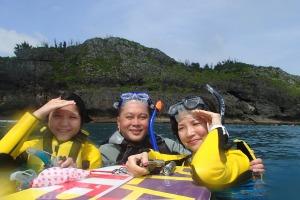 沖縄の綺麗な海でシュノーケルをしましょう^^