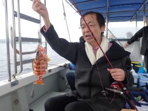 沖縄の綺麗な海で沖釣りをしませんか^^?